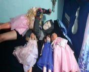 Orgía con princesas de Disney!Parte 5- Cogiendo a la princesa de vestido rosa from xvdeos
